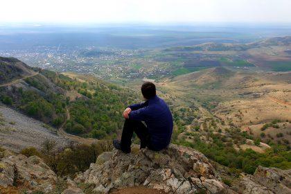 Muntii Macin - Tutuiatu si Dealul cu Drum