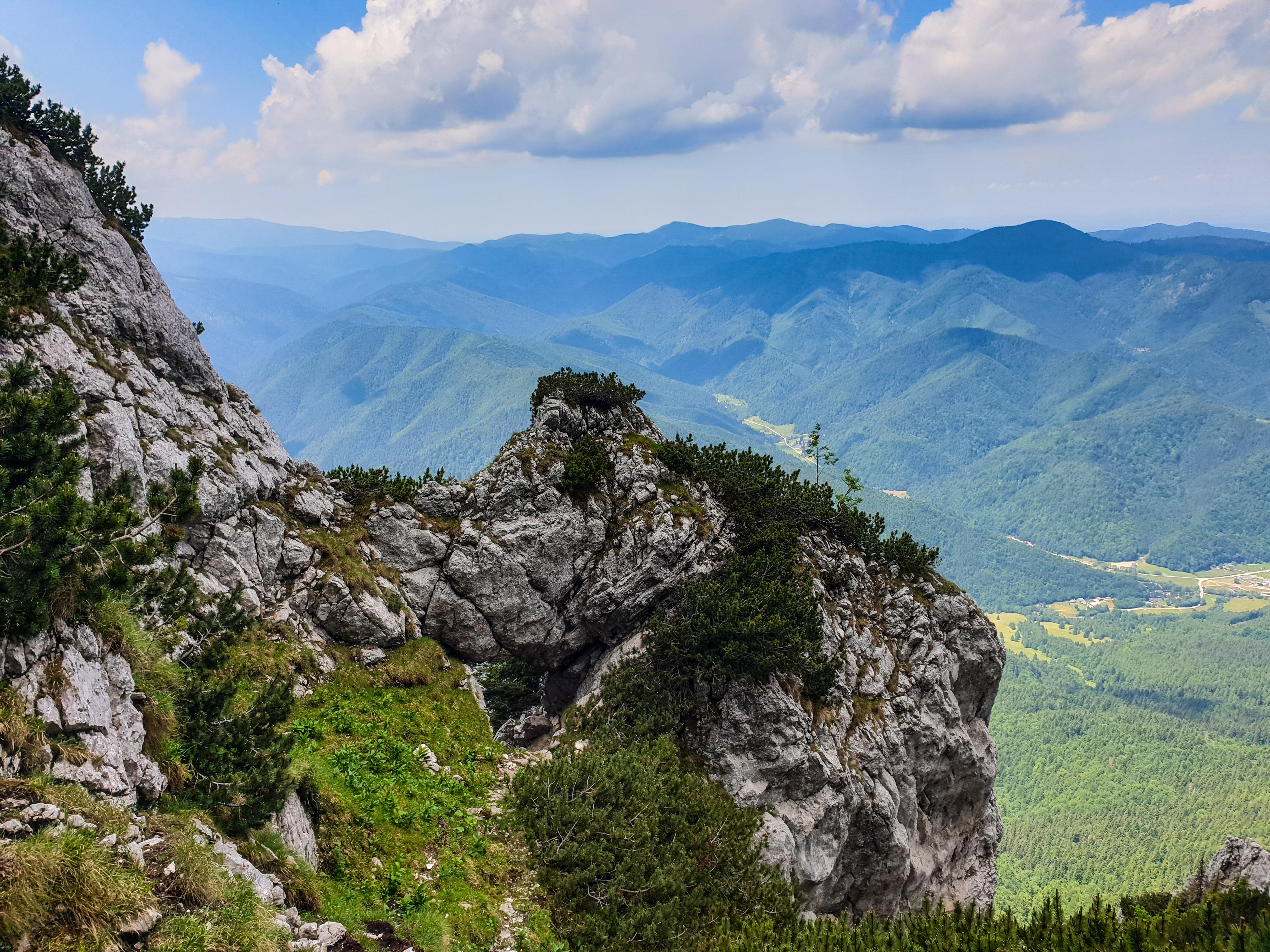 Valcelul cu Fereastra - Braul Cioranga   Piatra Craiului
